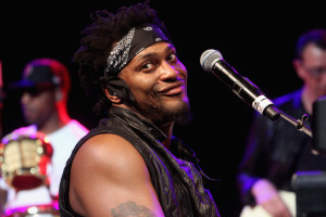 "Vidéo : D'Angelo ""My Summertime Thang"" Bonnaroo Superjam 09/06/2012"