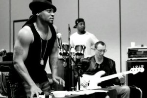 "Vidéo : D'Angelo ""Funky Dollar Bill/Hit it and Quit it"" Live Bonnaroo 2012"
